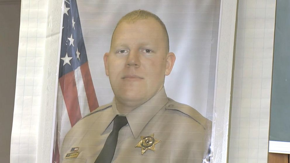 Sheriff's deputy in Washington state shot, killed while responding to a disabled vehicle