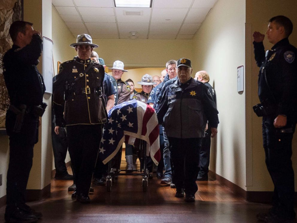 PHOTO: Officers and medical staff take part in a procession for officer Daniel McCartney, of Yelm, at St. Joseph Medical Center in Tacoma, Wash., Jan. 8, 2018.