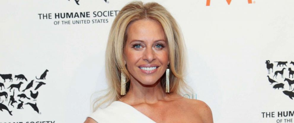 PHOTO: Dina Manzo attends To the Rescue! New York 60th Anniversary Gala at Cipriani 42nd Street, Nov. 21, 2014, in New York City.
