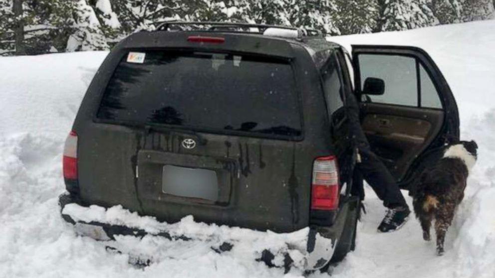 Man stuck in snowbound car for 5 days tells authorities he survived on taco sauce packets thumbnail