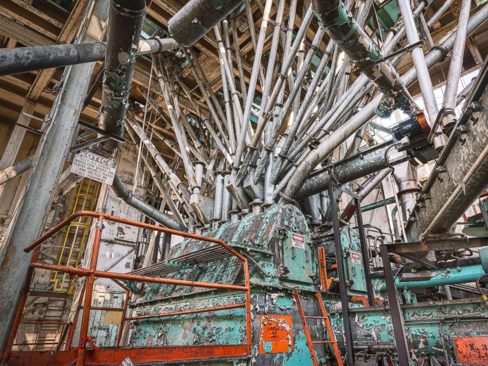 PHOTO: The top of the bin distributor and bin structure that routes different grades and blends of sugar to various silos below.