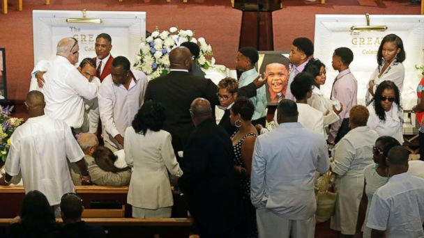 1st funeral held for family that lost 9 in duck boat tragedy