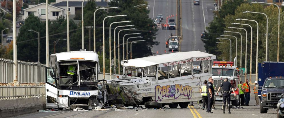 PHOTO: A chartered passenger bus was involved in a crash with an amphibious vehicle in Seattle, Oct. 5, 2015.