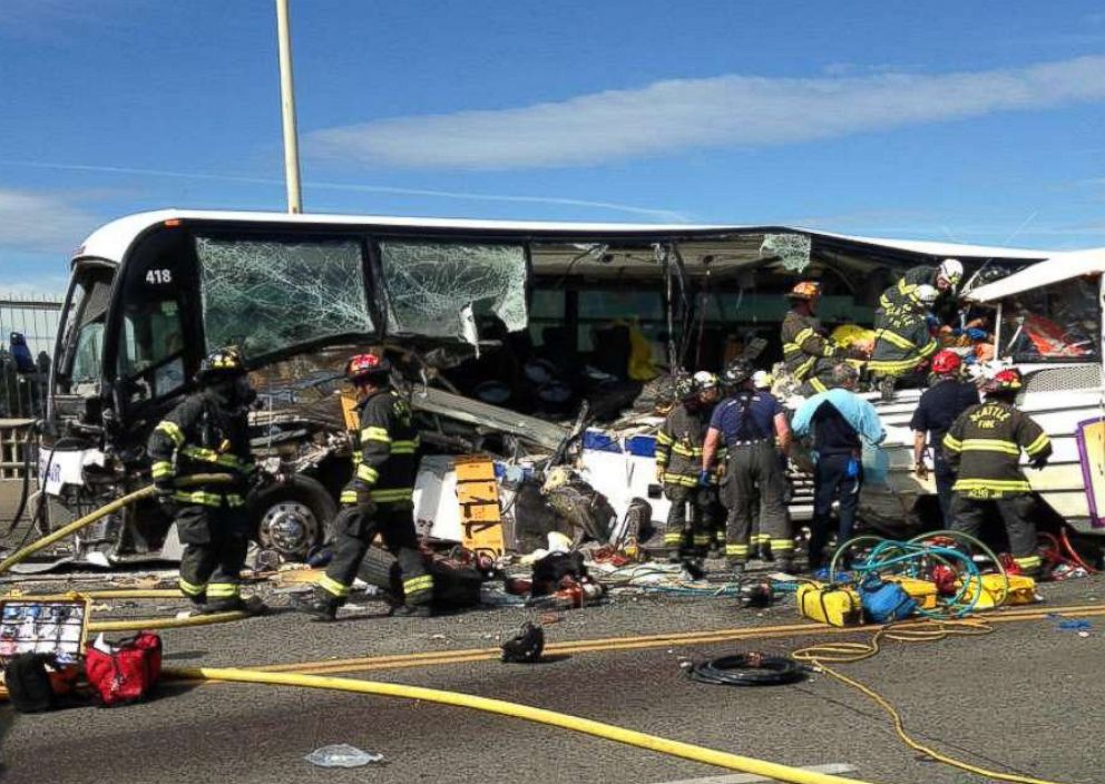 PHOTO: A chartered passenger bus was involved in a crash with a Ride the Ducks amphibious tour bus in Seattle, Oct. 5, 2015.