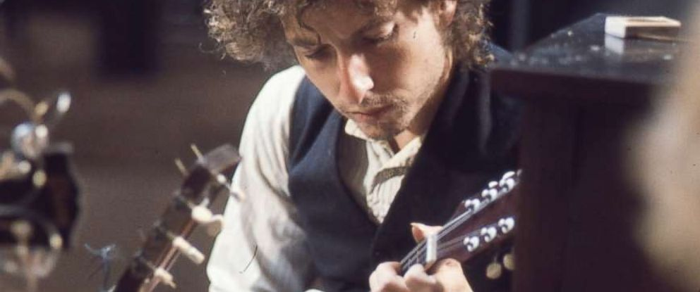 PHOTO: Bob Dylan with a mandolin during the 1974 recording of 'Blood on the Tracks.'