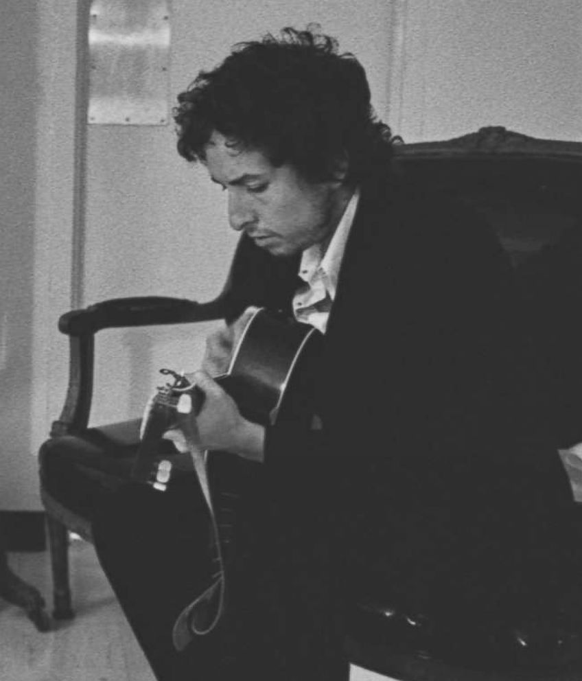Bob Dylan working on material for 'Blood on the Tracks.'