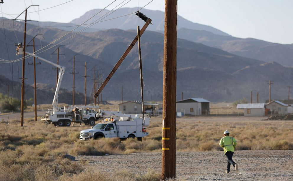 PHOTO: Workers repair damaged utility lines after a 6.4 magnitude earthquake struck the area on July 4, 2019, in Trona, Calif.