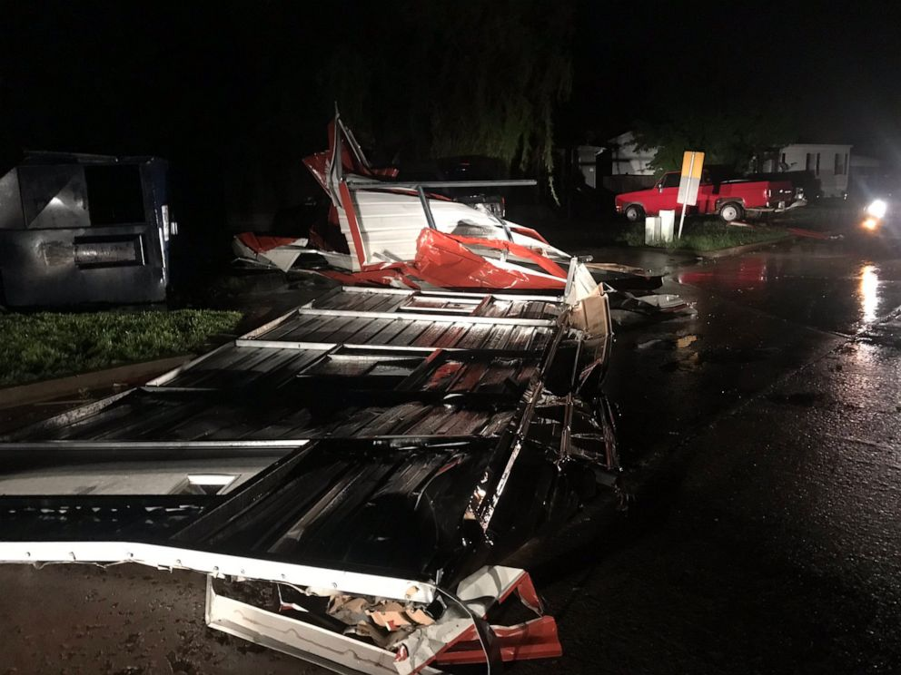 Apparent tornado levels Oklahoma motel, kills at least 2