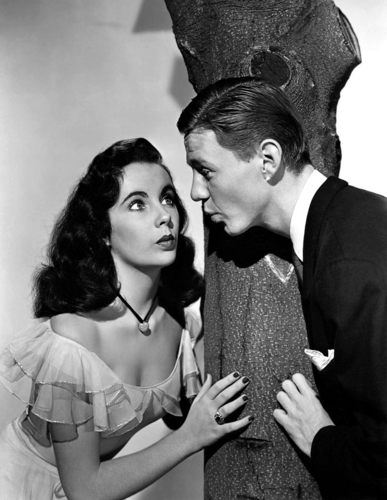 PHOTO: Actress Elizabeth Taylor and Jimmy Lydon in a scene from the movie Cynthia.