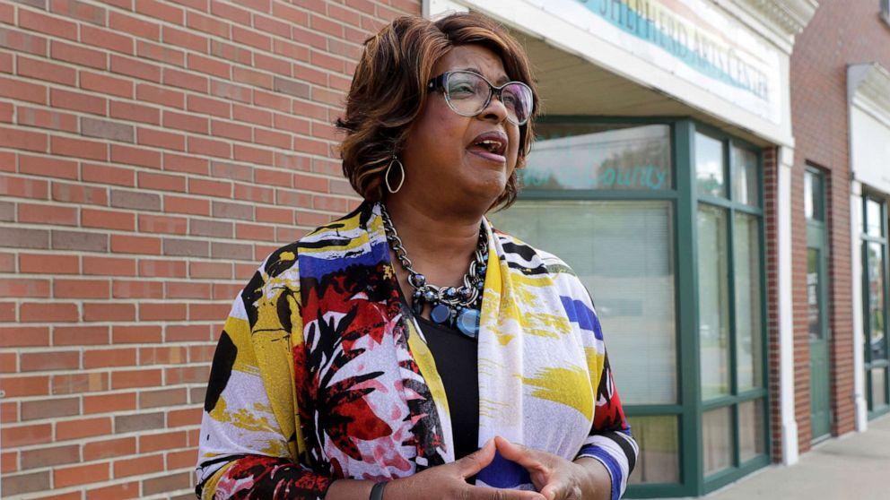 Ferguson's 1st black female mayor shares how George Floyd's impact can reshape her city thumbnail