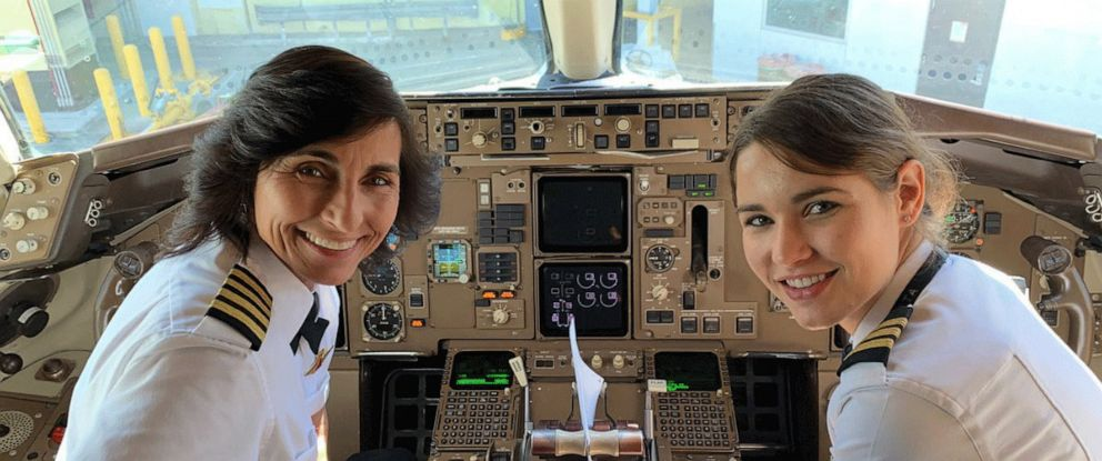 PHOTO: Wendy Rexon poses with her daughter, first officer Kelly Rexon, in a Delta Boeing 757 after the pair flew from Los Angeles to Atlanta together.