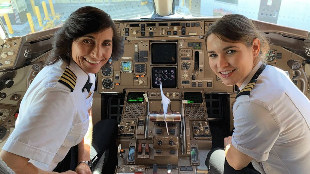 Wendy Rexon poses with her daughter, first officer Kelly Rexon, in a Delta Boeing 757 after the pair flew from Los Angeles to Atlanta together.