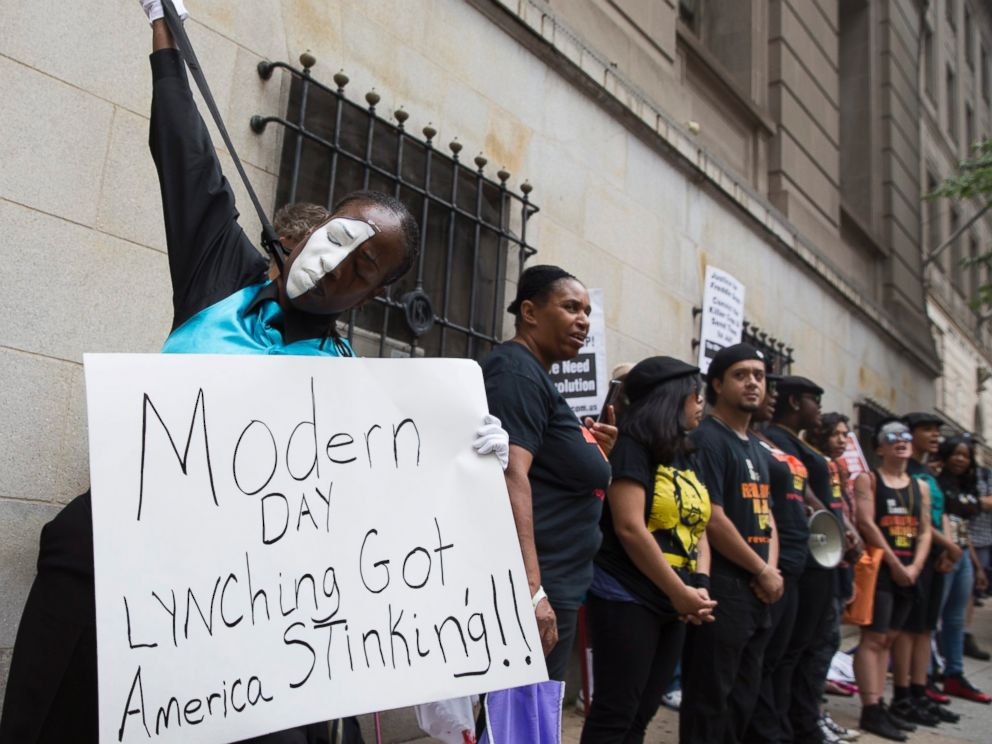 PHOTO: Protesters stand outside the courthouse during the trial of officer Caesar Goodson, one of six Baltimore police officers charged in the death of Freddie Gray, in Baltimore, Maryland, June 23, 2016.