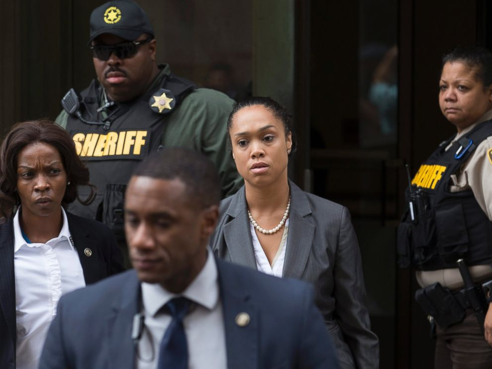 PHOTO: Baltimore City States Attorney Mosby Marilyn Mosby, center, exits the courthouse after a verdict was issued in the trial of officer Caesar Goodson in Baltimore, Maryland, June 23, 2016.