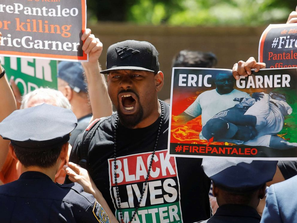 PHOTO: Demonstrators protest during the disciplinary trial of police officer Daniel Pantaleo in relation to the death of Eric Garner at 1 Police Plaza in New York, June 6, 2019.