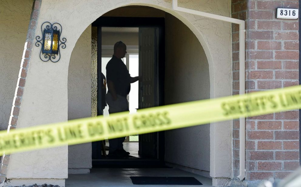PHOTO: Authorities search the home of suspect Joseph James DeAngelo, April 25, 2018, in Citrus Heights, Calif.