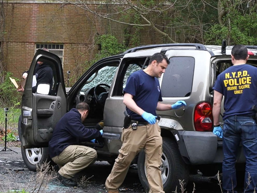 PHOTO: FBI bomb technicians train federal and local law enforcement officers in post-blast bomb investigation techniques