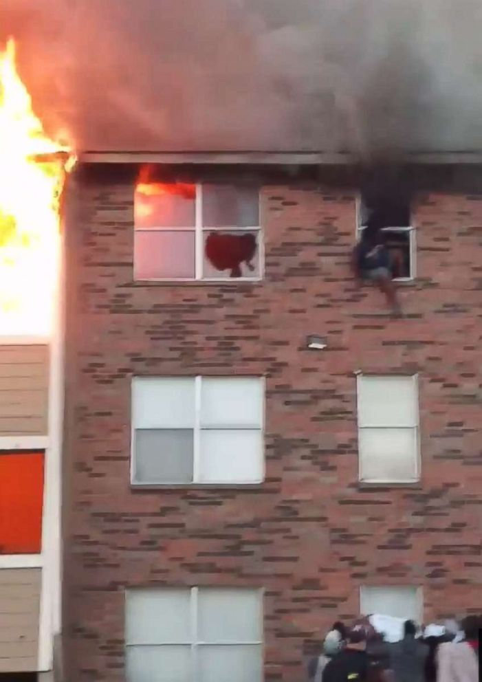 Photo Video Shows People Jumping From Window In Dallas Apartment Complex Fire Nov