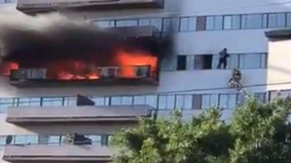 Feuer bricht in 25-Geschichte Los Angeles residential tower