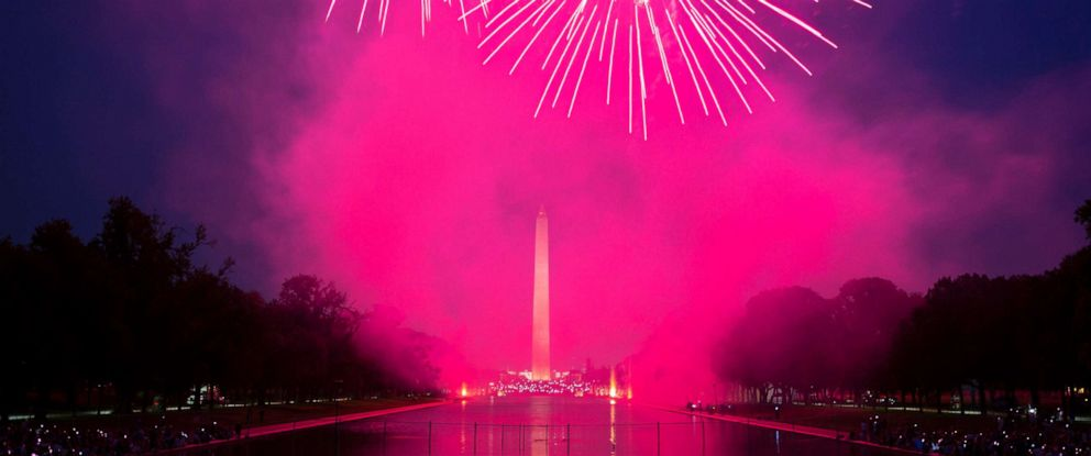 PHOTO: Fireworks illuminate the National Mall in celebration of Independence Day in Washington, D.C., July 4, 2018.