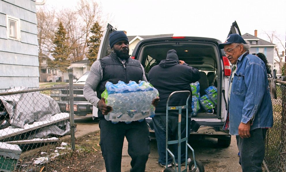 PHOTO: Pastor Jeffrey Hawkins and volunteers from Prince of Peace Missionary Baptist Church deliver donated water to residents in Flint.