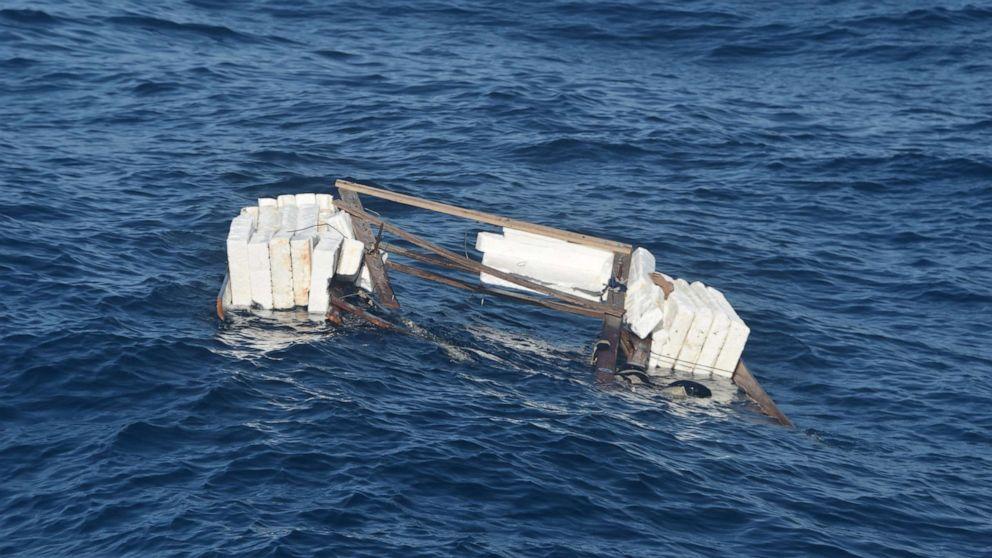 12 km südlich von Long Key, Florida, gefundenes Boot | Bildquelle: https://t1p.de/0jjw © U.S. Costa Guard /Twitter | Bilder sind in der Regel urheberrechtlich geschützt