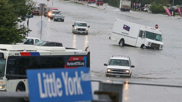 Death toll rises to 5 as flooding paralyzes Houston area