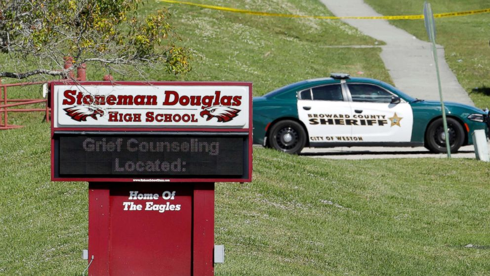 https://s.abcnews.com/images/US/florida-shooting-5-rt-er-180215_16x9_992.jpg