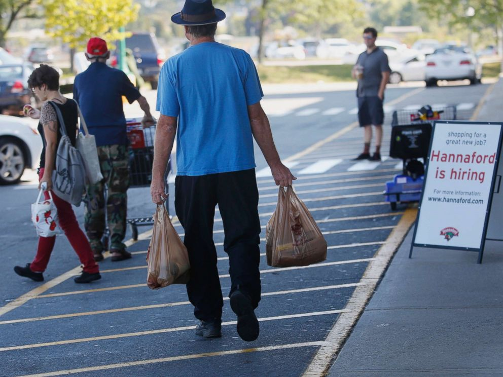 PHOTO: People shop at a supermarket in Portland, Maine, Sept. 16, 2015.