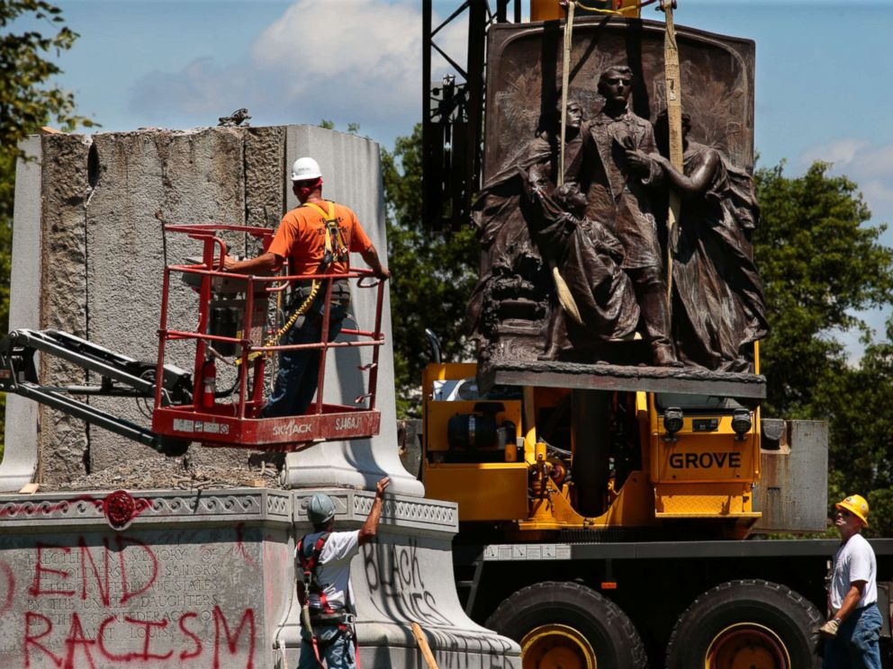 PHOTO: Workers dismantle a Confederate monument in Forest Park on June 26, 2017, in St. Louis.