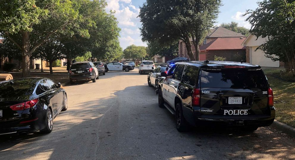 PHOTO: Fort Worth police respond to a shooting in Fort Worth, Texas,Sept. 15, 2018, where a 4-year-old was shot and killed.