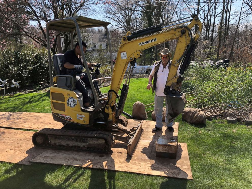 PHOTO: Two men try to open a safe found in Staten Island, N.Y. with a compact excavator, but the attempt was unsuccessful.