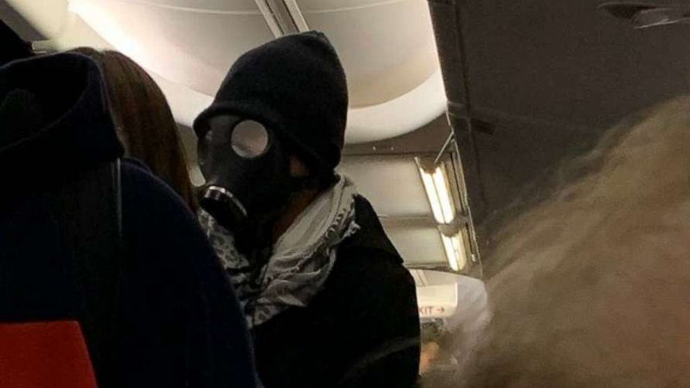 Airline removes gas mask-wearing passenger after he panics travelers