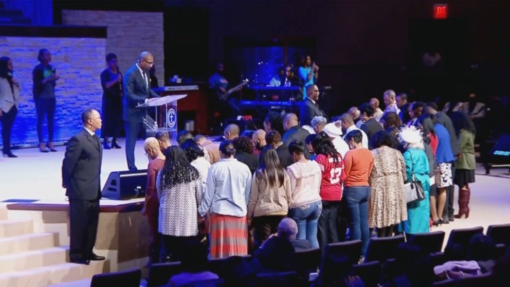 PHOTO: Federal workers who attend the Concord Church in Dallas were given $100 Walmart gift cards during the morning service on Jan. 13, 2019.