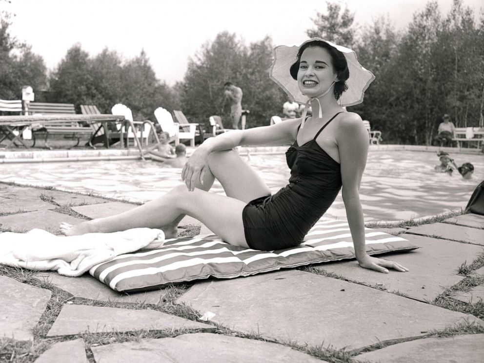 PHOTO:Gloria Vanderbilt Stokowski, who scored a success in her first stage appearance last week at the Pocono Playhouse, is shown during her hours of relaxation at her cottage, Aug. 23, 1954.