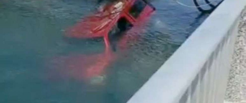 PHOTO: Good Samaritans save two people and a dog from a sinking car in Long Beach, Calif.