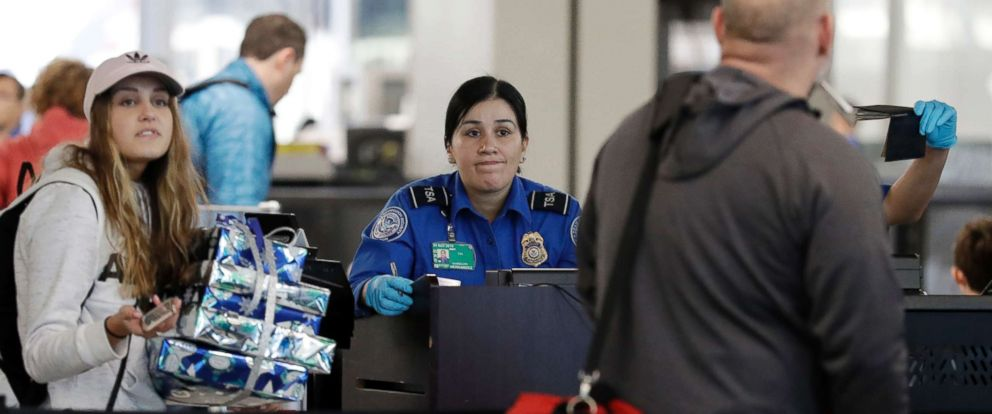 PHOTO: A TSA worker works at OHare International Airport in Chicago, Dec. 25, 2018.