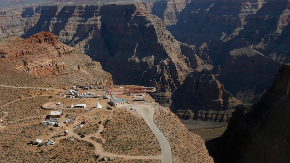 Man Dies After Falling Into Grand Canyon While Taking Photo