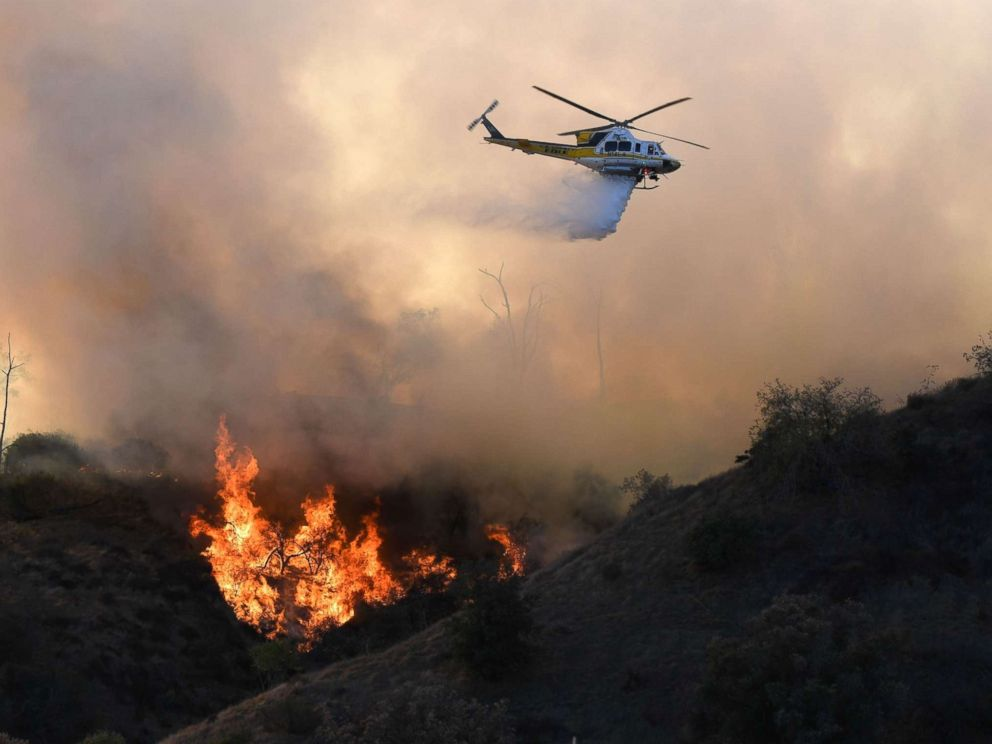 Brush fire ignites in Griffith Park behind Los Angeles Zoo