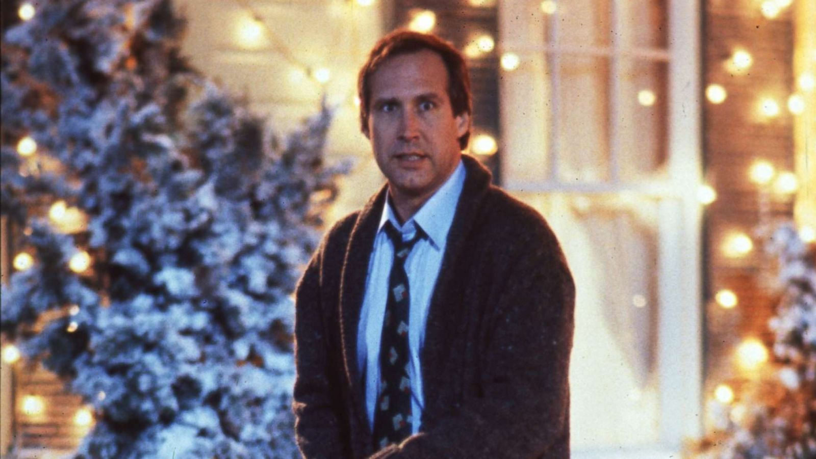 Passerby Panics After Seeing Fake Clark Griswold Hanging Off Roof In Christmas Vacation Inspired Lights Display Abc News