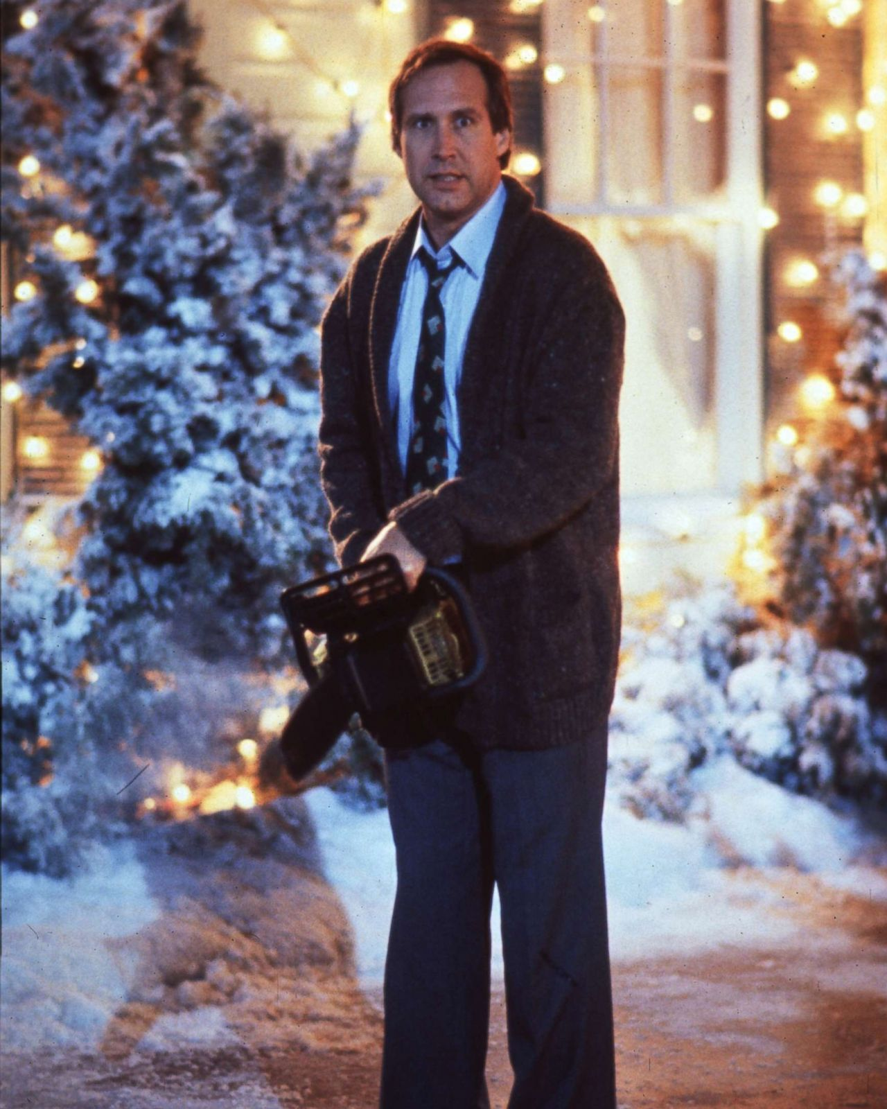 Griswold Christmas.Passerby Panics After Seeing Fake Clark Griswold Hanging Off