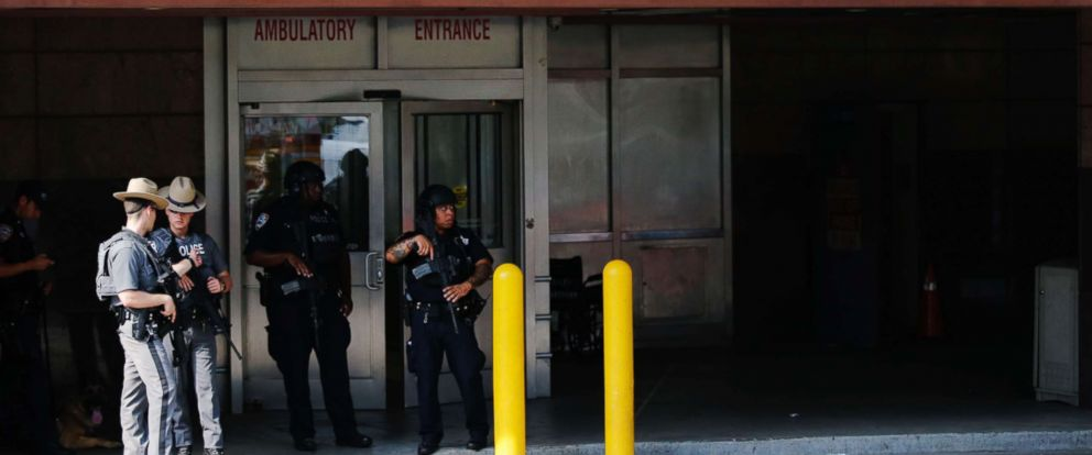 PHOTO: Police stand guard outside the emergency room of the Bronx-Lebanon Hospital as they respond to an active shooter north of Manhattan in New York on June 30, 2017.