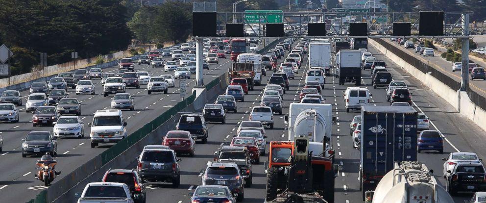 PHOTO: Traffic makes its way along Interstate 80, July 1, 2015 in Berkeley, Calif.