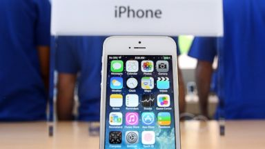 PHOTO: The Apple iPhone 5S is displayed at an Apple Store on Sept. 20, 2013 in Palo Alto, Calif.