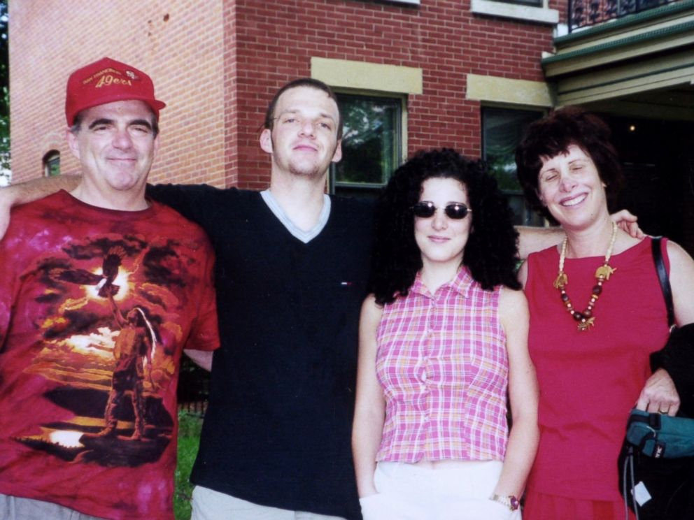 PHOTO: Missing Washington intern Chandra Levy (2R) w. her mother Susan (R), father Robert (L) and brother Adam (2L).