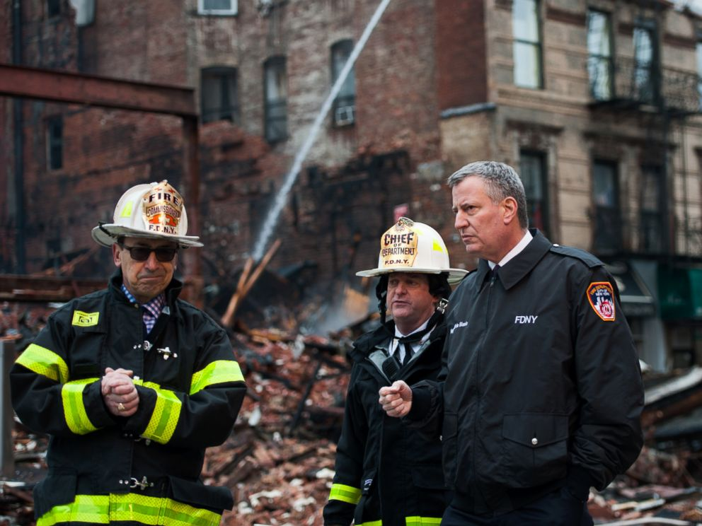 PHOTO: New York City Mayor Bill de Blasio visits the site of a seven-alarm fire that caused the collapse of two buildings and damage to two other buildings a day after the blaze took place, March 27, 2015.
