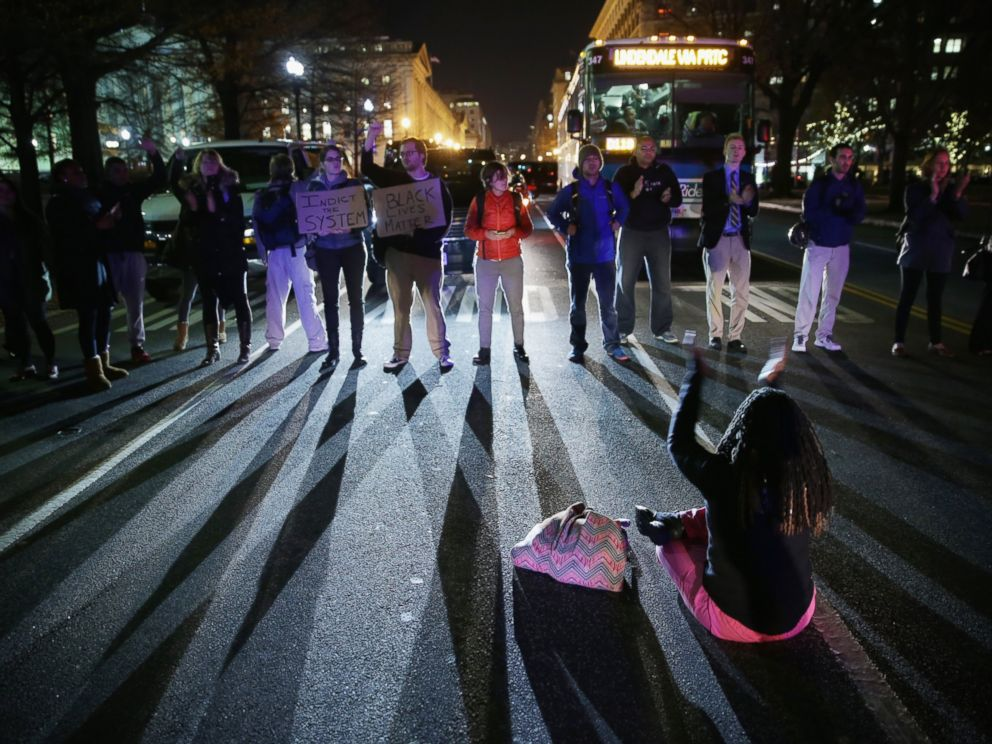 PHOTO: Demonstrators block traffic at 15th Street and Pennsylvania Avenue, NW, during a protest against a New York grand jury decision Dec. 3, 2014 in Washington, DC.