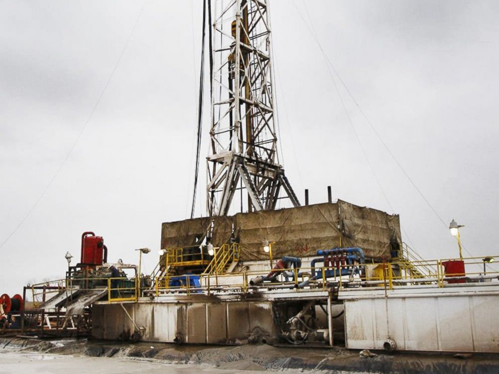 PHOTO: A Sandridge Energy oil rig operates on the Oklahoma border in Harper County, Kan., in Feb. 2012.