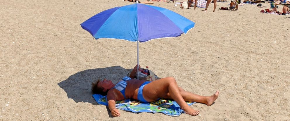 PHOTO: A woman sunbathes at Rockaway Beach, July 26, 2016, in New York. A heat wave continues with temperatures expected to stay in the 90s across most of the Eastern U.S until this weekend.