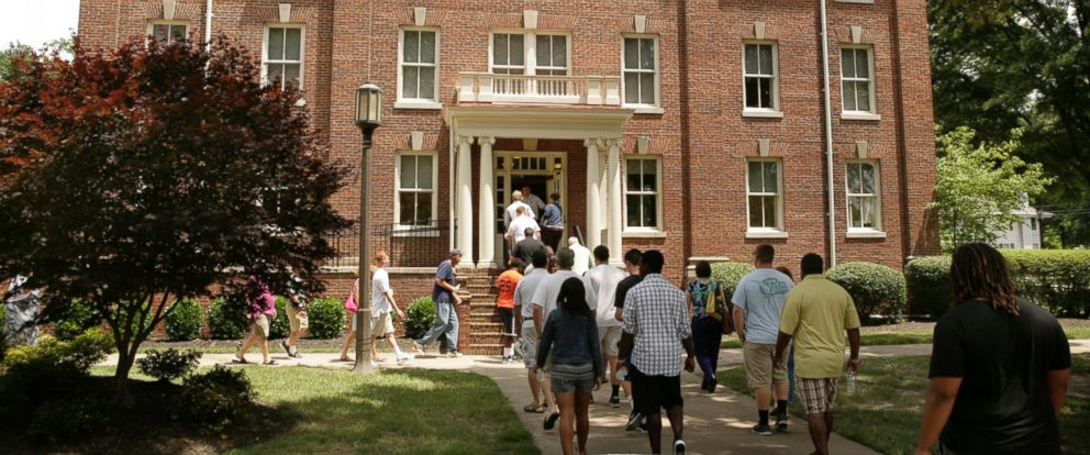 PHOTO: Incoming freshmen take a tour of the Randolph-Macon College campus on July 13, 2014 in the town of Ashland, Virginia.